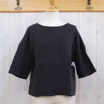 miho umezawa|HERRINGBONE LINEN half sleeve T-blouse -black-