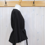 miho umezawa|NATURAL WASH LINEN belted blouse -black-