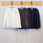TINA and SUSIE|水玉コットン たっぷりギャザー ノーカラーシャツ